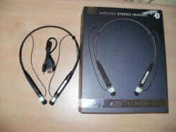 Bezdrátové stereo sluchátka s mikrofonem.