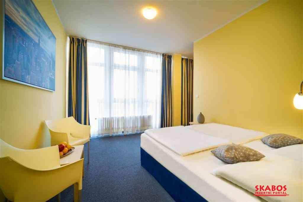 Nabízíme na dlouhodobý pronájem pokoje v hotelech. (1/3)