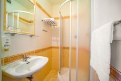 Nabízíme na dlouhodobý pronájem pokoje v hotelech. (1604686628/3)
