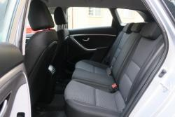 Hyundai i30 1.6i,88kW,1majČR,54tkm,serv.kn,klima (1607953904/5)