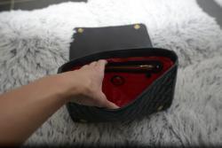 Kožená kabelka Moschino se zlatým řetízkovým pop. (1610975780/4)