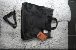 Černá kabelka z hovězí kůže Jost
