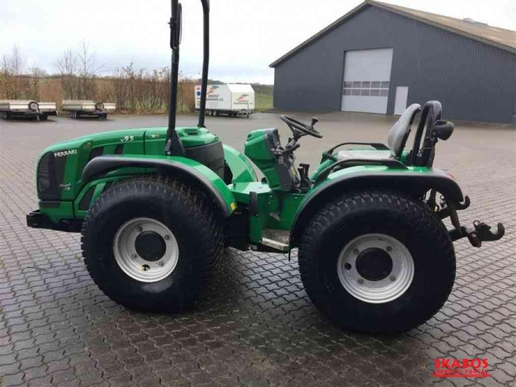 traktor Ferrari VEGA 9cTc5, (1/3)