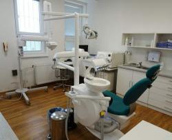 Zubní lékař (1618905428/4)