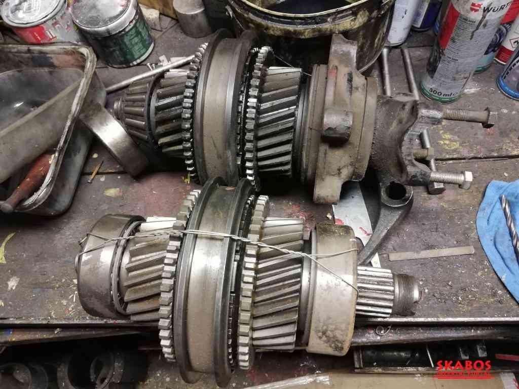 Tatra 815 zadní náprava, motor, brzdové bubny (1/2)