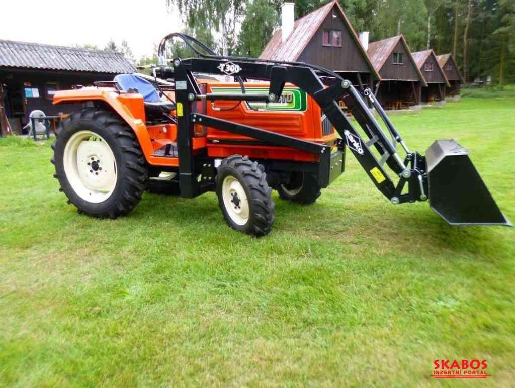 Traktor Hinomoto 23N9 (1/3)