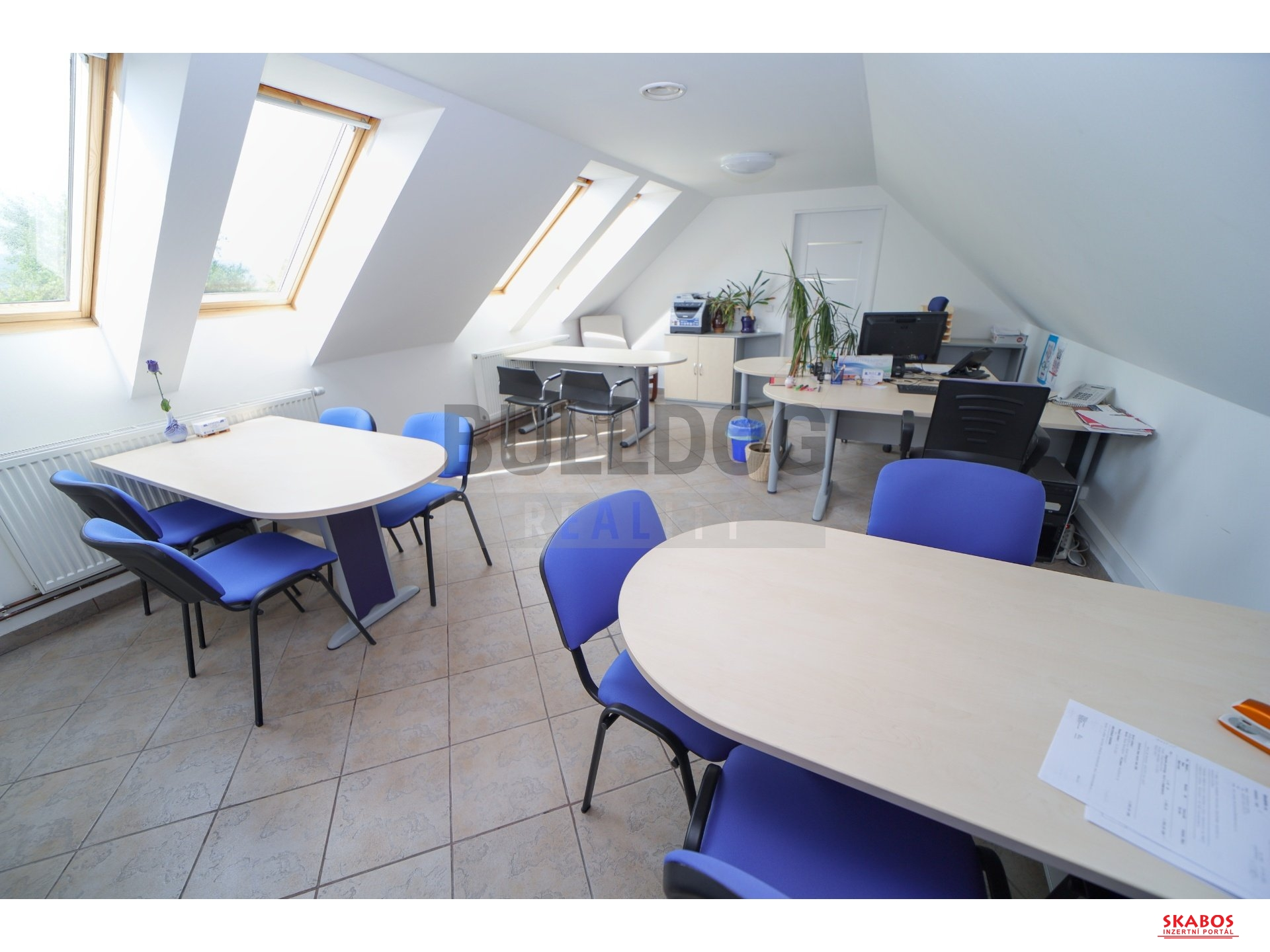 Kancelářské prostory 73 m2, parkování na pozemku, Plazy u MB (1/17)