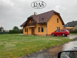 Prodej 1/2 rodinného domu, celková plocha 165,9m2 - Všestary - Rosnice