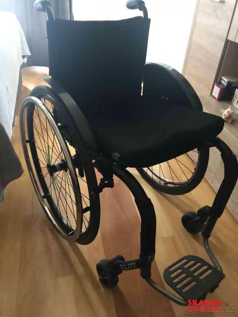 sportovní aktivní invalidní vozík  s pevným rámem (1/2)