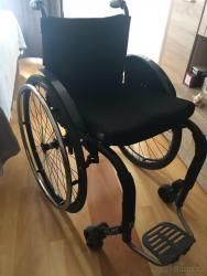 sportovní aktivní invalidní vozík  s pevným rámem