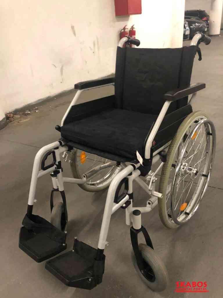skládací invalidní vozík B+B s brzdama pro doprovo (1/2)