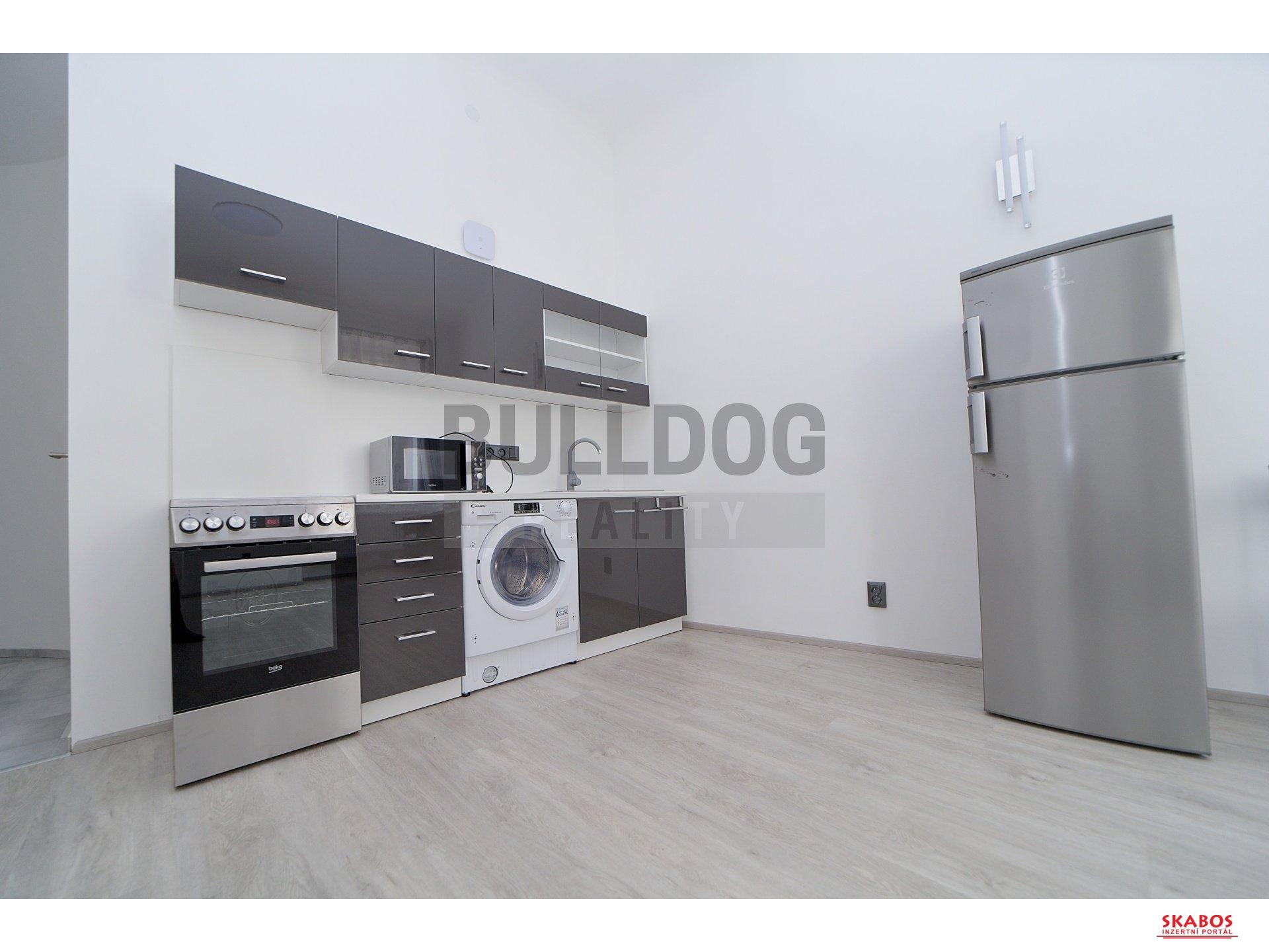 Krásný byt po kompletní rekonstrukci 1+kk, 39m2 - P - Nové Město (1/8)
