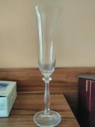 Prodám různé sklenice na víno, viz foto (1631018634/10)