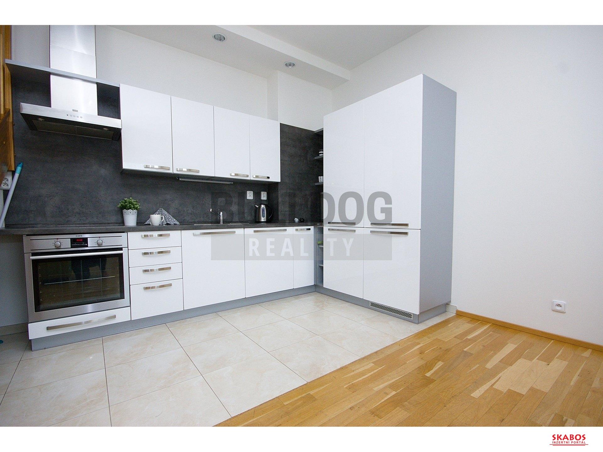 Pronájem luxusního bytu s výhledem na Prahu, 3+kk, 101 m2/G, P - Vinohrady (1/20)