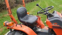 Traktor Kubota B1-w750 / LA0k332 + příslušenství (1632735196/4)