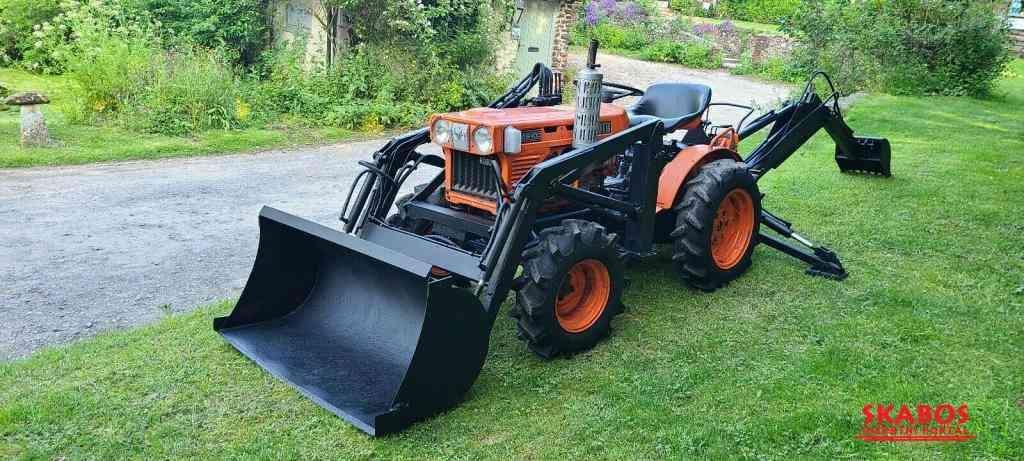 Traktor Kubota B6.IOOb + příslušenství (1/4)