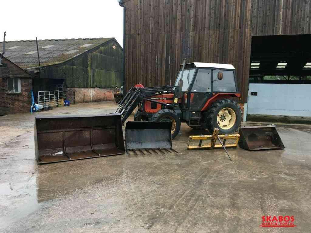 Traktor Zetor 7-245T Trima + Příslušenství (1/4)