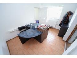 Administrativní objekt - ubytování pro zaměstnance 240 m2, parkování na pozemku, (61680312/30)