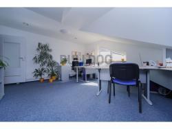 Administrativní objekt - ubytování pro zaměstnance 240 m2, parkování na pozemku, (61680318/30)